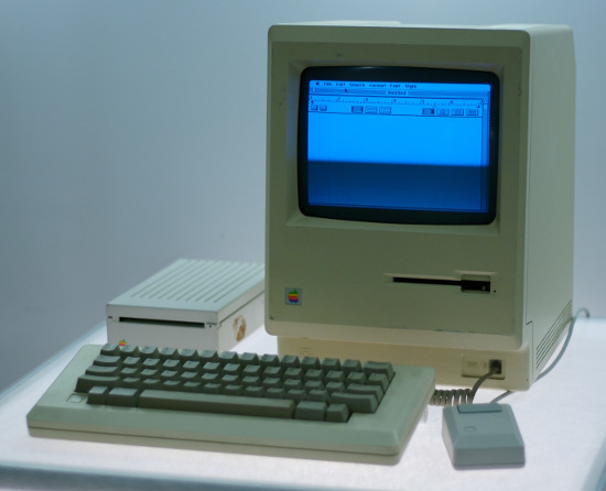 By Marcin Wichary from San Francisco, U.S.A. (Macintosh  Uploaded by clusternote) [CC BY 2.0 (http://creativecommons.org/licenses/by/2.0)], via Wikimedia Commons